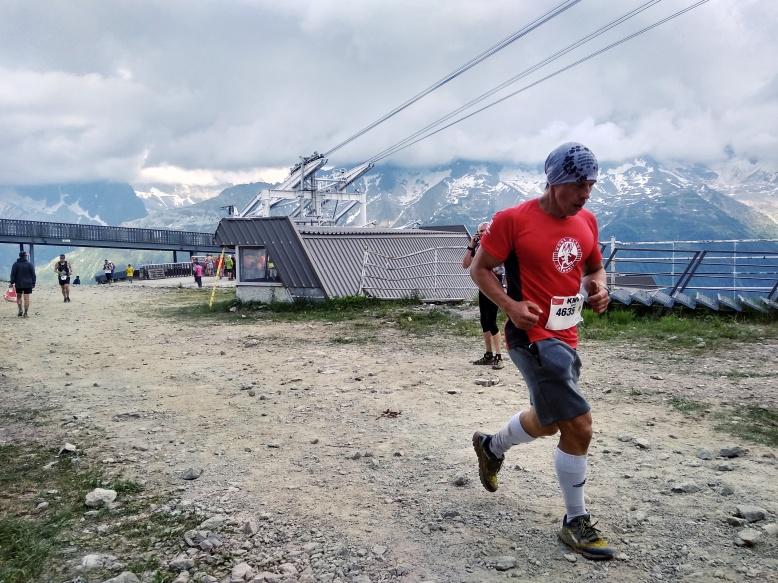 Mravec útočí na cieľovú rovinku na tohoročnom Verticale KM du Mont Blanc