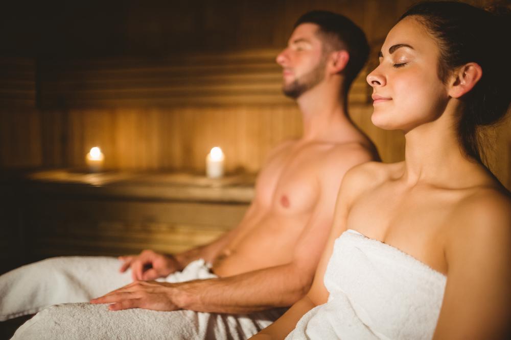 wavebreakmedia-Shutter-couple-in-sauna